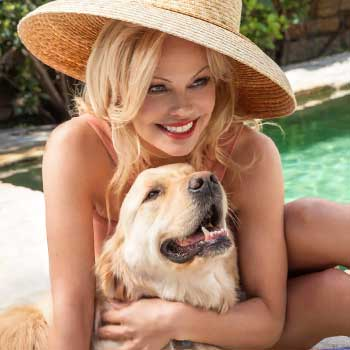 pamela anderson with her dog